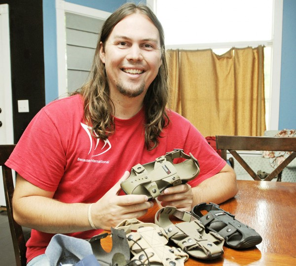 adjustable-sandal-poor-children-the-shoe-that-grows-kenton-lee-1