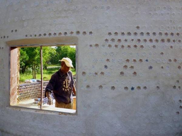 nigeria-plastic-bottle-house2.jpg.650x0_q70_crop-smart