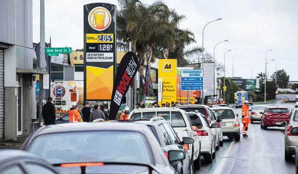 Queues-for-free-DB-Export-Brewtroleum-New-North-Road-NZ