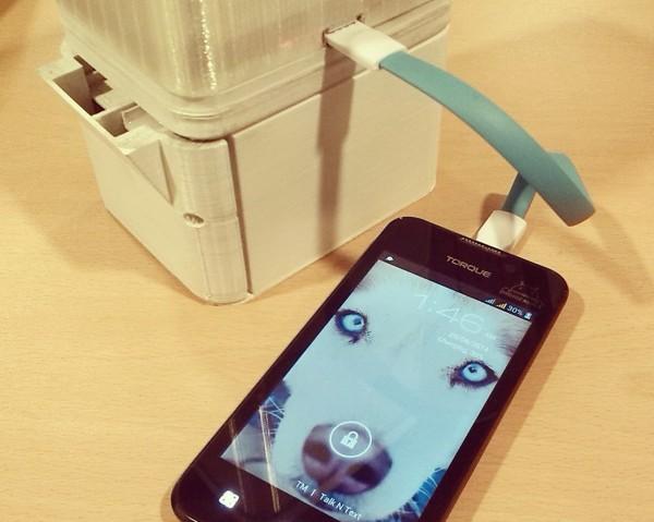 Salt-Sustainable-Alternative-Lighting-Lamp-Lipa-Aisa-Mijena-Charging-Phone