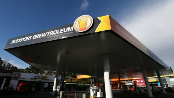 new-zealand-drivers-fill-up-with-biofuel-made-from-beer-1