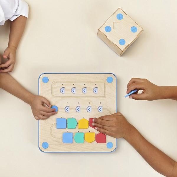 cubetto-randi-zuckerberg-primo-toys-children_dezeen_936_0