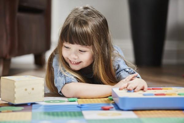 cubetto-randi-zuckerberg-primo-toys-children_dezeen_936_8