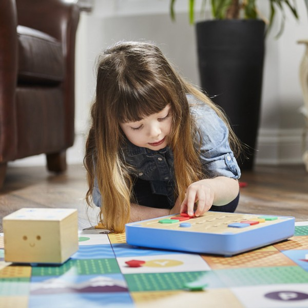 cubetto-randi-zuckerberg-primo-toys-children_dezeen_936_9