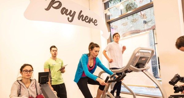 a-pop-up-london-restaurant-where-you-pay-for-meals-by-exercising3